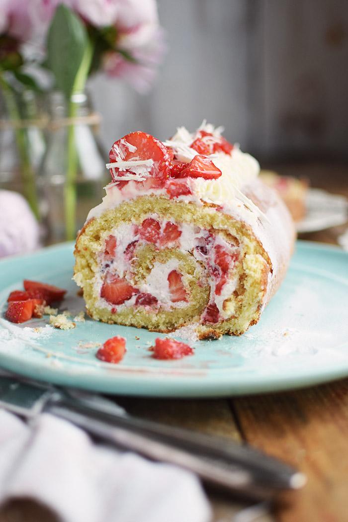 Erdbeer Quark Biskuitrolle - Straberry Cake Roll Rezept (14)