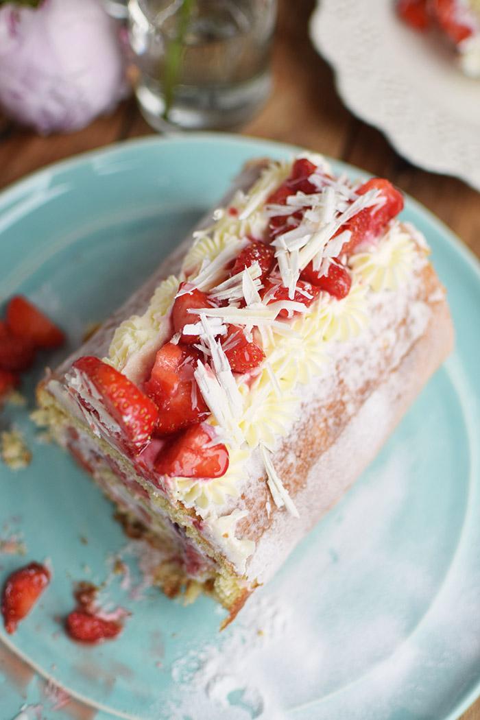 Erdbeer Quark Biskuitrolle - Straberry Cake Roll Rezept (16)