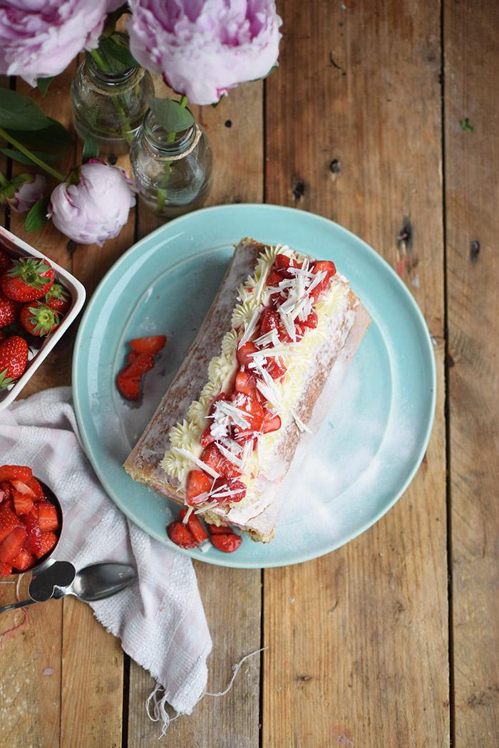 Erdbeer Quark Biskuitrolle - Straberry Cake Roll Rezept (22)