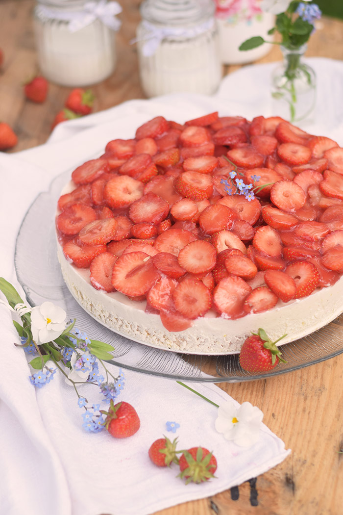 Erdbeer Zitronen Buttermilch Torte - Strawberry Lemon Buttermilk Cake (14)