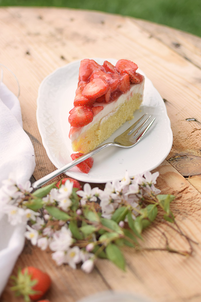 Erdbeer Zitronen Buttermilch Torte - Strawberry Lemon Buttermilk Cake (19)