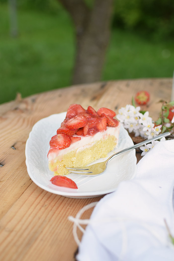 Erdbeer Zitronen Buttermilch Torte - Strawberry Lemon Buttermilk Cake (23)
