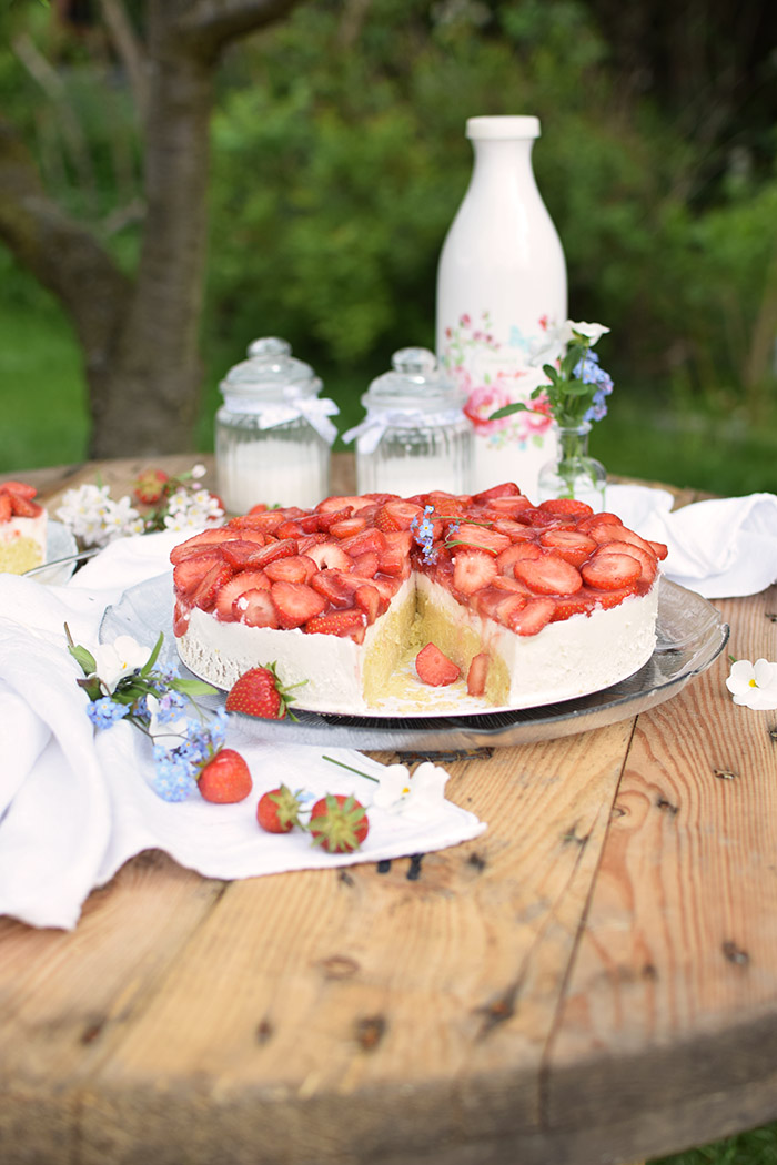 Erdbeer Zitronen Buttermilch Torte - Strawberry Lemon Buttermilk Cake (25)