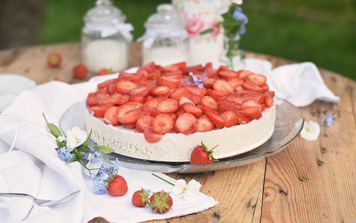 Erdbeer-Zitronen-Buttermilchtorte: Familienleckerei