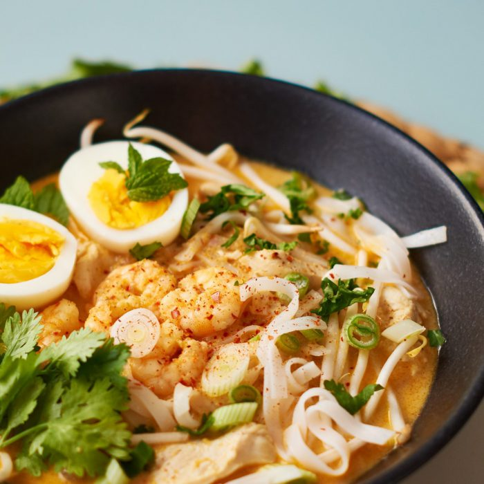 laksa-curry-noodle-soup-singapur-HQ-01-e1461564243541