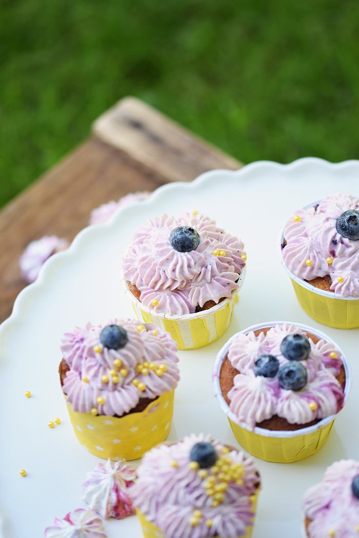 Beeren Cheesecake Cupcakes - Berry Cupcakes filled with Cheesecake (27)