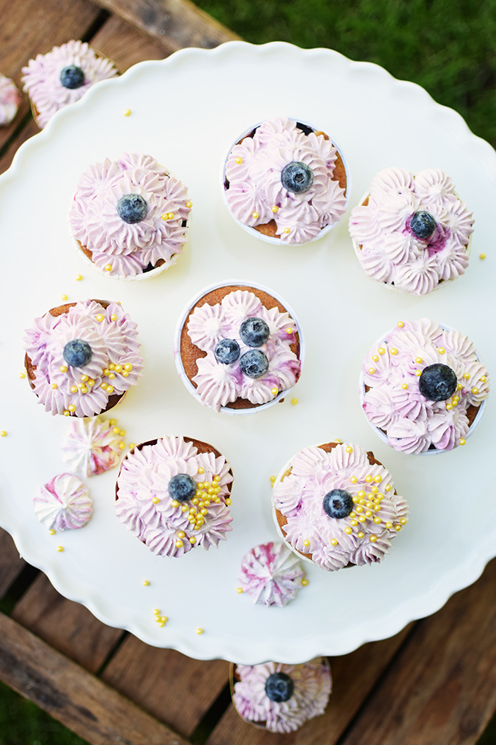 Beeren Cheesecake Cupcakes - Berry Cupcakes filled with Cheesecake (8)