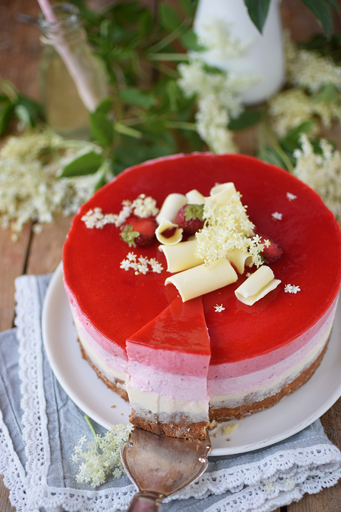 Erdbeer Holunderblueten Joghurt Torte - Strawberry Elderflower Yogurt Cake (25)