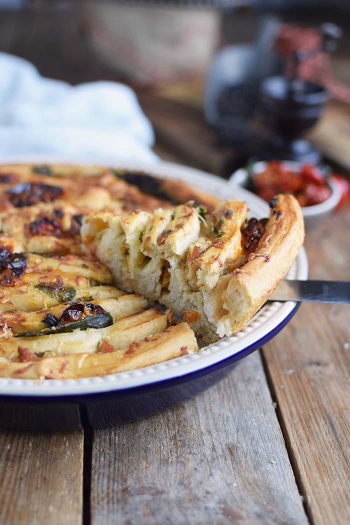 Mediterranes Pinwheel mit Ofentomaten Oven Tomato Mozzarella Pinwheel Rezept  (21)