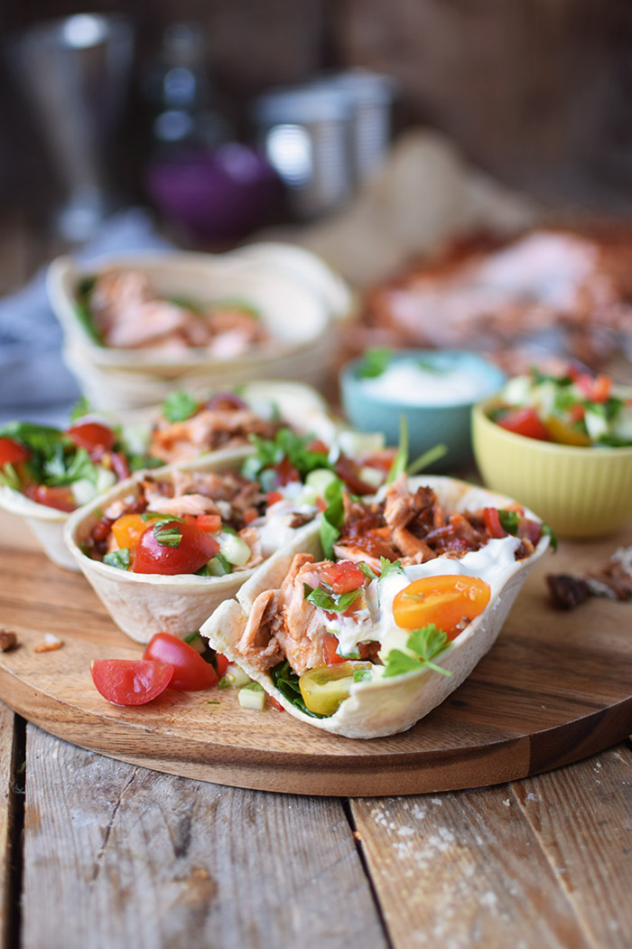 Pulled Lachs mit frischer Salsa - Pulled Salmon Tacos