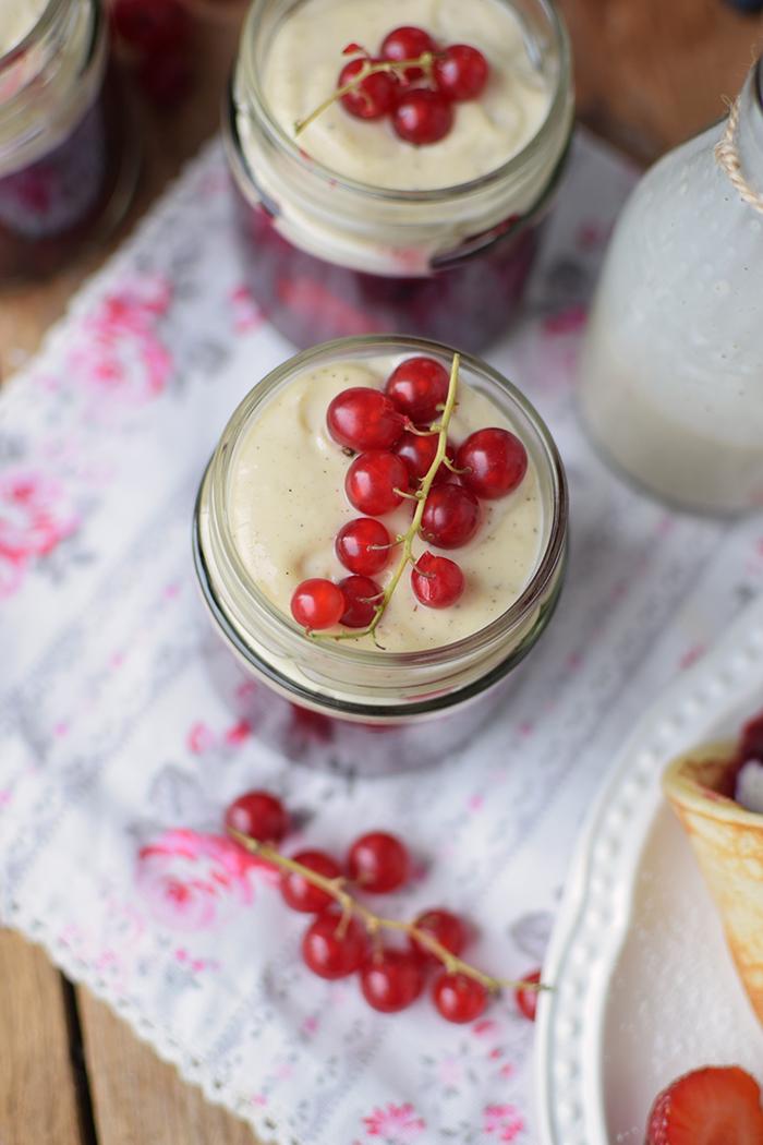 Rote Gruetze mit Beeren Hefeplinsen - Berry Compote with pancakes (22)