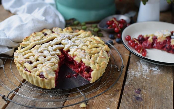 Beeren Pie: Sommerkuchen zum Knuspern und Staunen