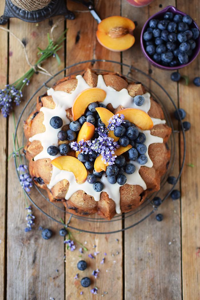 Gugelhupf mit Blaubeeren und Pfirsichen - Bundt Cake with blueberries and peaches (12)