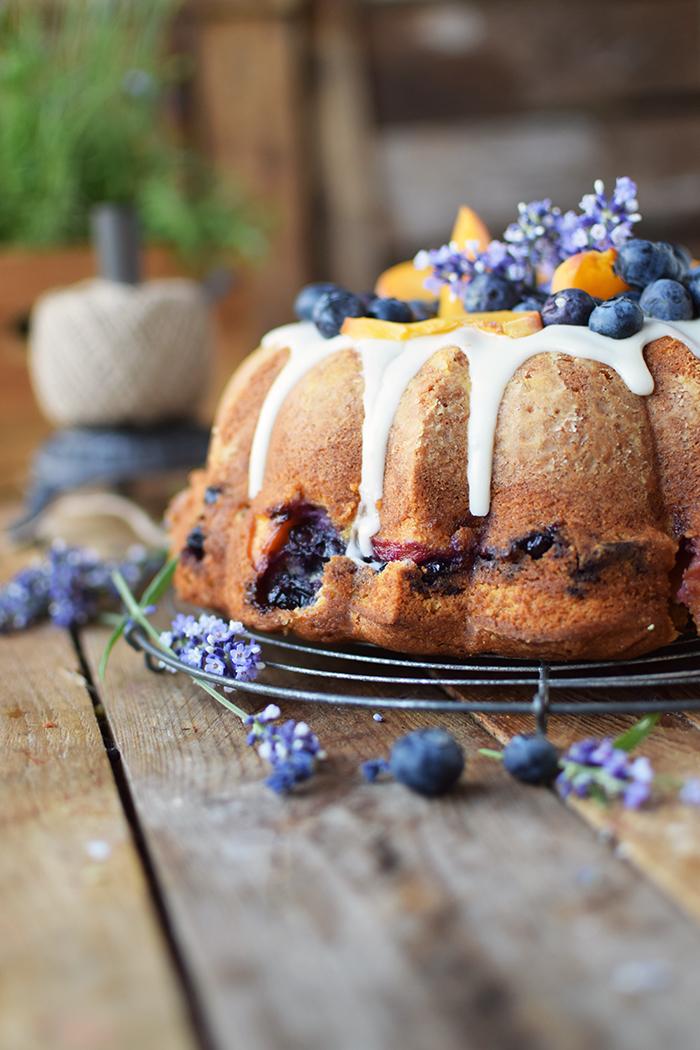 Gugelhupf mit Blaubeeren und Pfirsichen - Bundt Cake with blueberries and peaches (16)