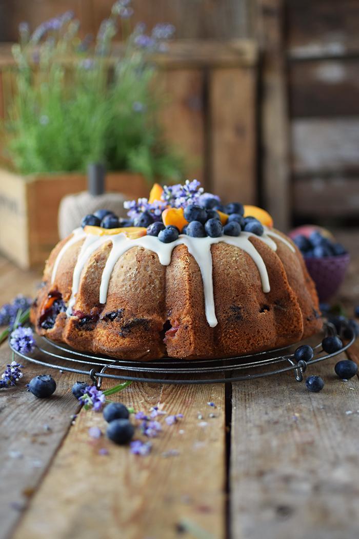 Gugelhupf mit Blaubeeren und Pfirsichen - Bundt Cake with blueberries and peaches (3)