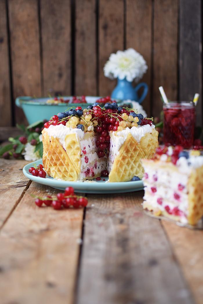Quark-Waffeltorte mit Beeren - Waffle Cake with Berries Rezept (18)