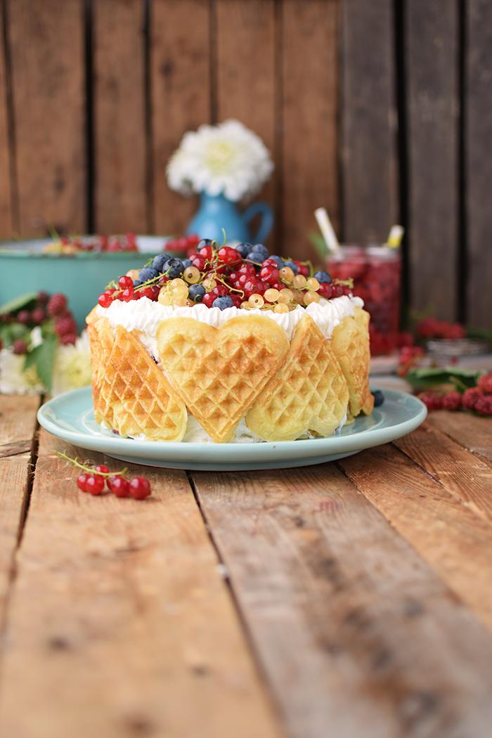Quark-Waffeltorte mit Beeren - Waffle Cake with Berries Rezept (3)