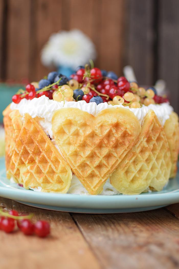Quark-Waffeltorte mit Beeren - Waffle Cake with Berries Rezept (6)