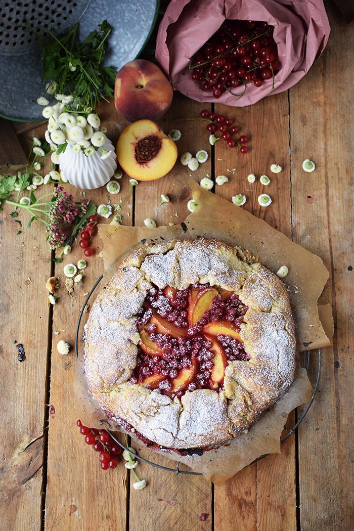 Galette mit Pfirsichen und Beeren - Peach Berry Galette (10)