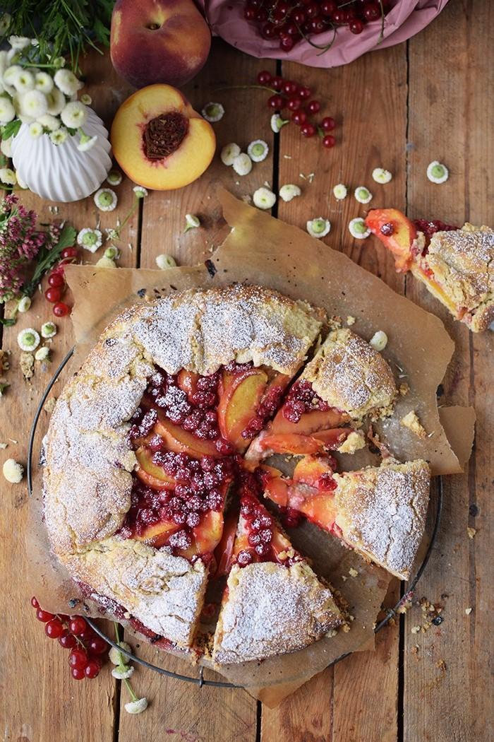 Galette mit Pfirsichen und Beeren - Peach Berry Galette (3)