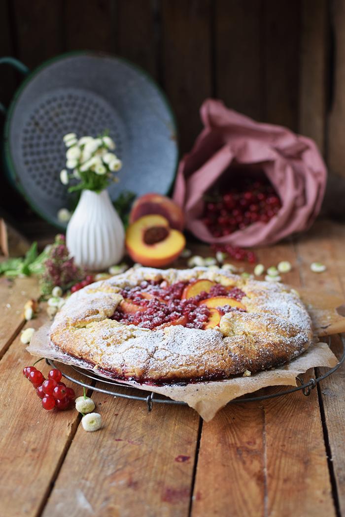 Galette mit Pfirsichen und Beeren - Peach Berry Galette (4)