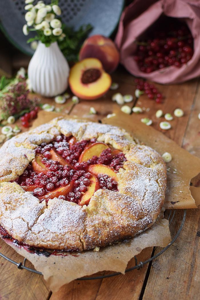 Galette mit Pfirsichen und Beeren - Peach Berry Galette (5)
