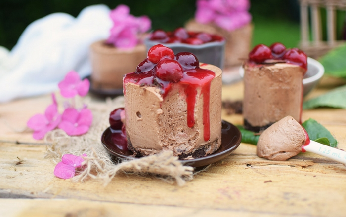 Geeiste Schoko-Mousse mit Kirschen: Calendar of Ingredients