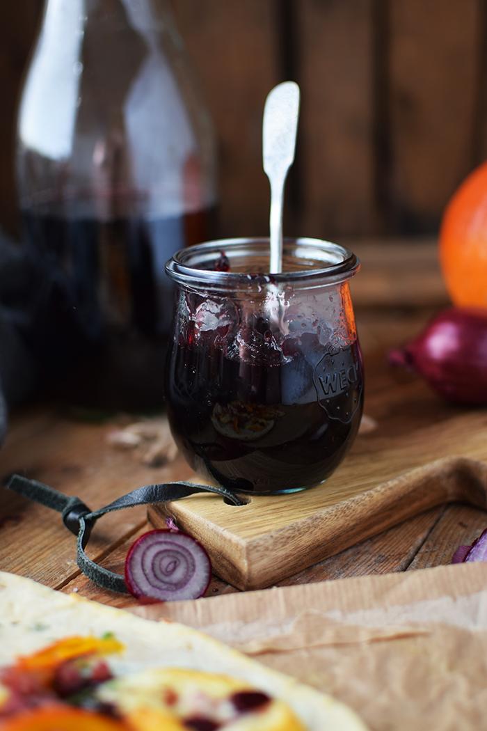 flammkuchen-mit-rotweinzwiebeln-und-kuerbis-tarte-flambe-with-red-wine-onions-and-pumpkin-rezept-15