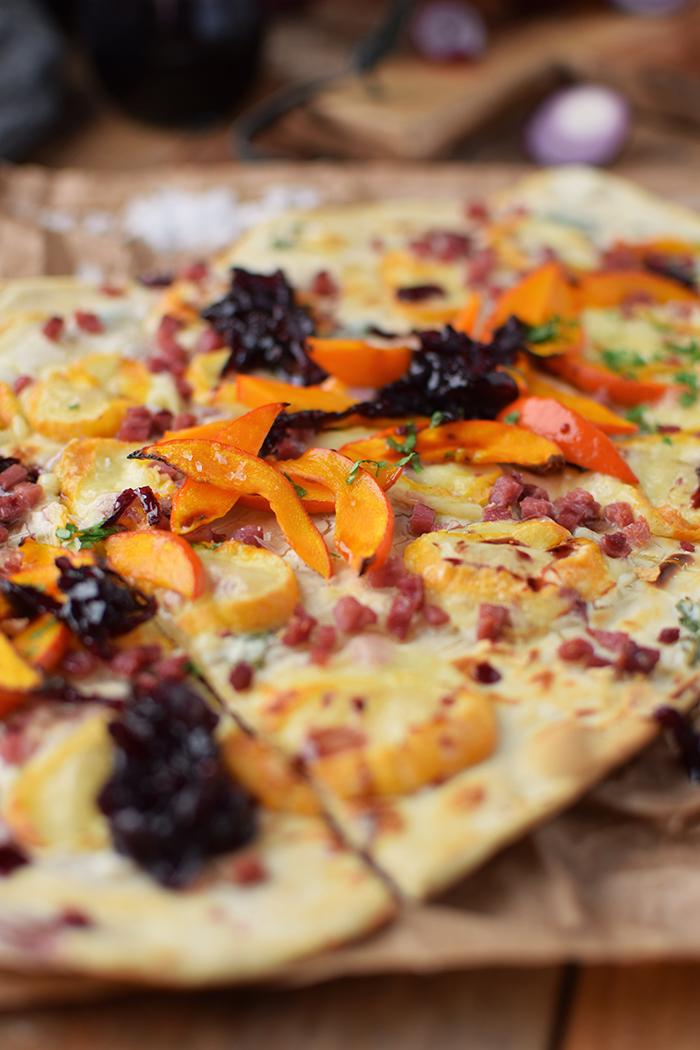 flammkuchen-mit-rotweinzwiebeln-und-kuerbis-tarte-flambe-with-red-wine-onions-and-pumpkin-rezept-6