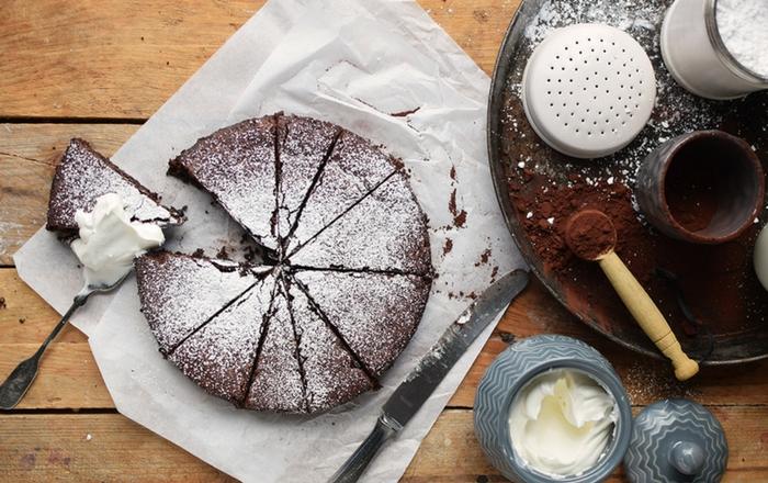 Schokoladenkuchen: mit Mandeln, saftig und glutenfrei
