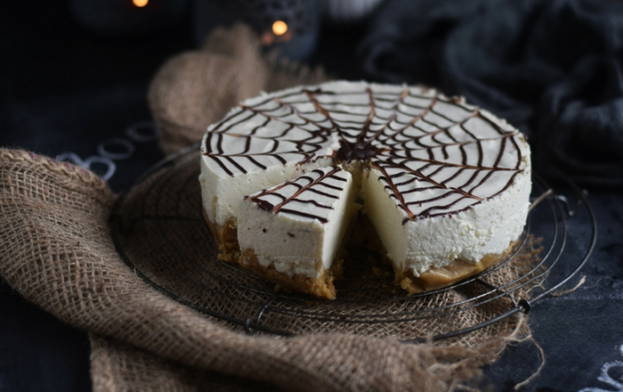 Cheesecake mit Zimt und Spinnennetz: Happy Halloween