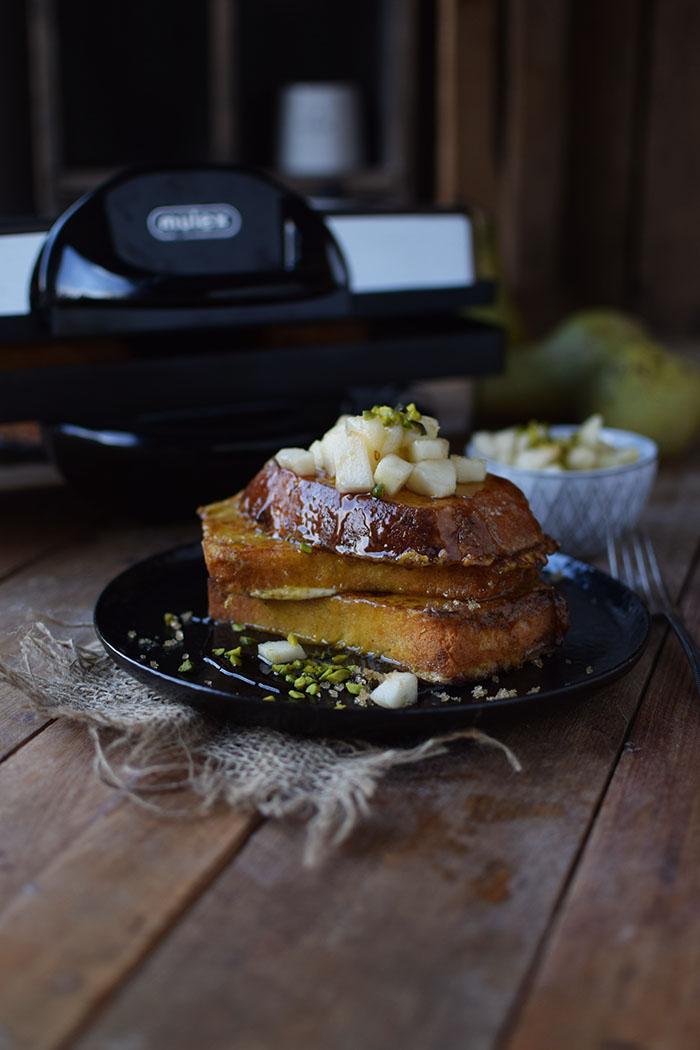 french-toast-mit-birnenkompott-honig-und-pistazien-18