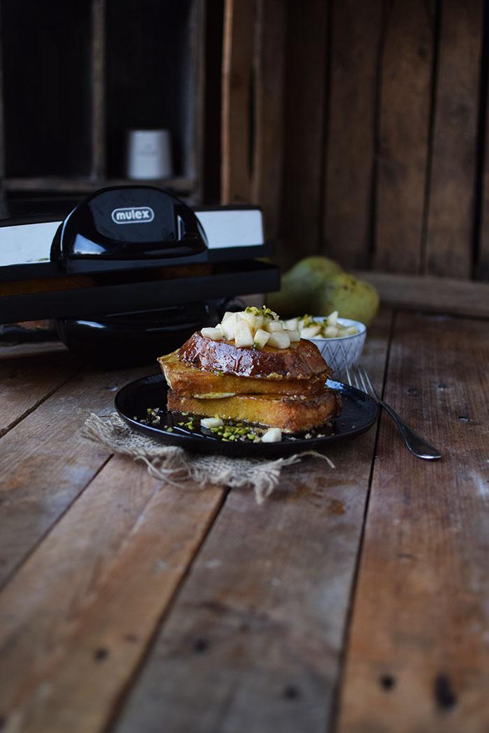 french-toast-mit-birnenkompott-honig-und-pistazien-19