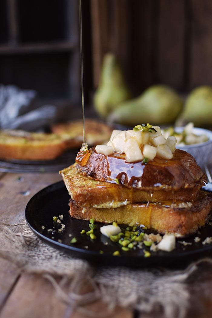 french-toast-mit-birnenkompott-honig-und-pistazien-5