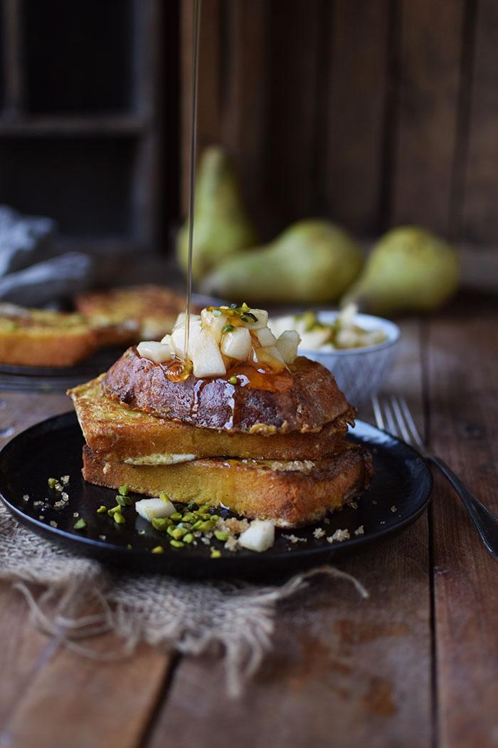 french-toast-mit-birnenkompott-honig-und-pistazien-7