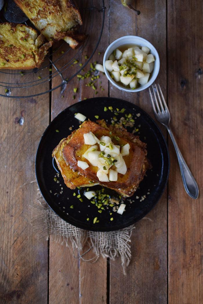 french-toast-mit-birnenkompott-honig-und-pistazien-9