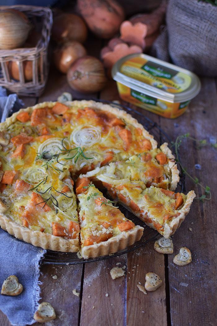 suesskartoffel-quiche-mit-karamellisierten-zwiebeln-und-butterschmalz-cheddar-boden-1