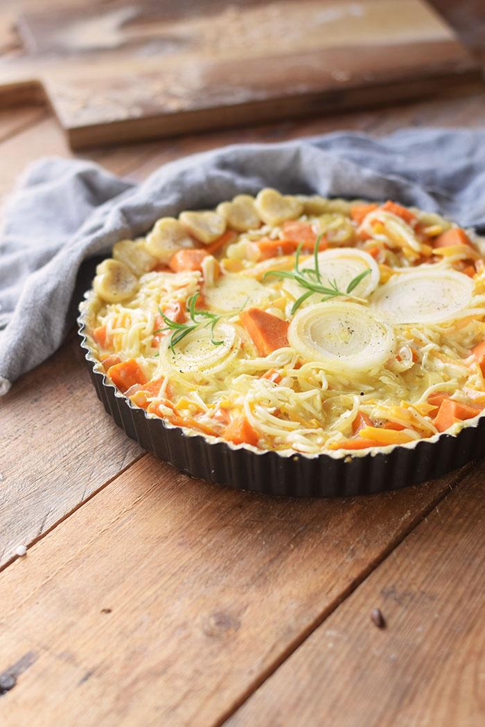 suesskartoffel-quiche-mit-karamellisierten-zwiebeln-und-butterschmalz-cheddar-boden-9