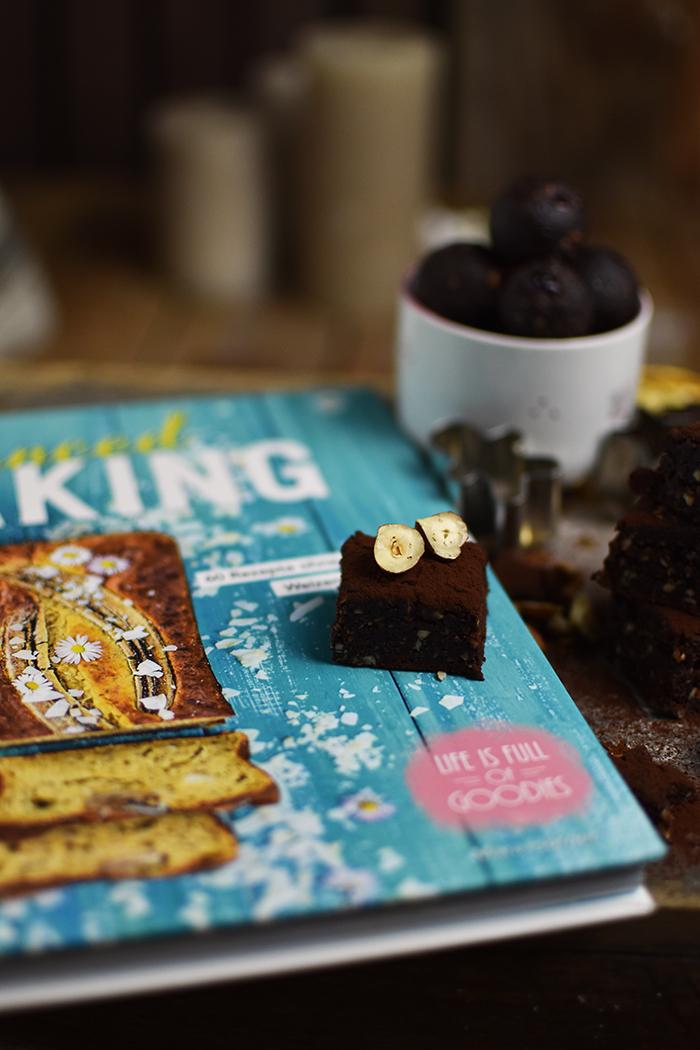 glutenfreie-no-bake-und-zuckerfreie-brownie-kugeln-7