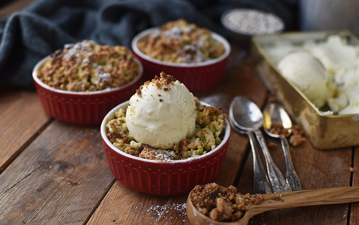 Apple Crumble mit Schokoladeneis und Calendar of Ingredients