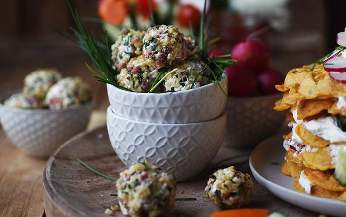 Nuss-Schinken-Frischkäse-Bällchen und Gemüse-Blumen: Ein Frühlingsbrunch