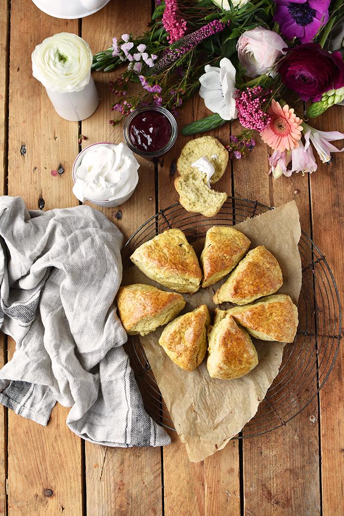 Scones: Irische 15 Minuten Brötchen für ein gemütliches Frühstück ...