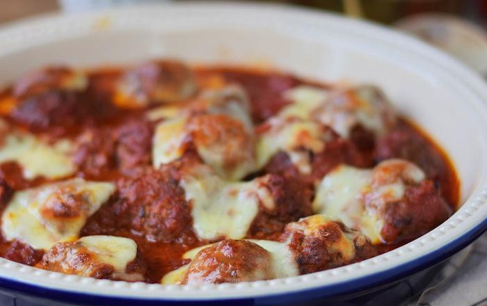 Hackbällchen mediterran mit Tomate und Mozzarella