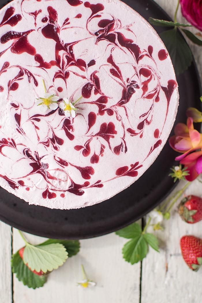 Erdbeer Joghurt Torte Direkt Ab In Den Erdbeerhimmel Knusperstubchen
