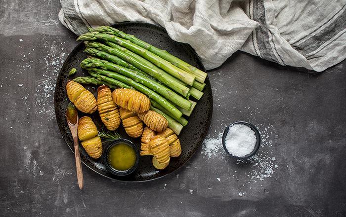 Hasselback-Kartoffeln und Ofen-Spargel oder auch einfacher geht's nimmer!
