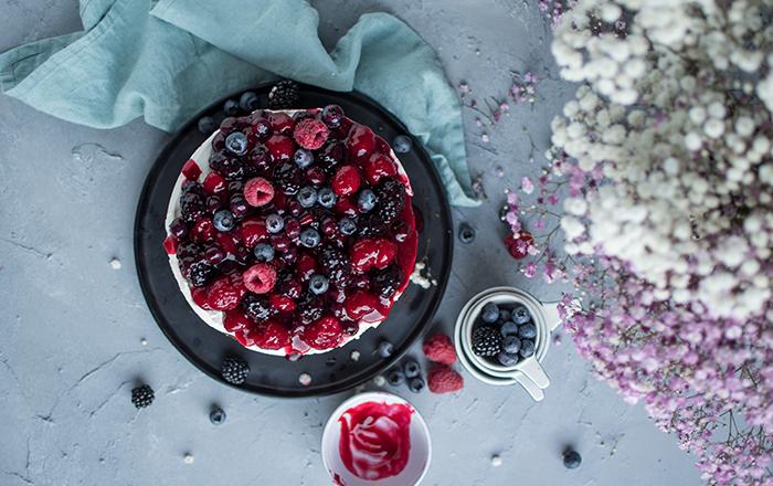 Sommerbeeren-Haselnuss-Kuchen