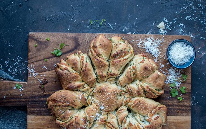 Bärlauch-Brotblume: Grillbrot für das Grillwochenende