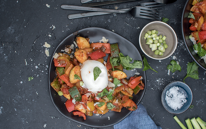 Gemüsepfanne mit Burrata: Ein Hoch auf die Sommerküche