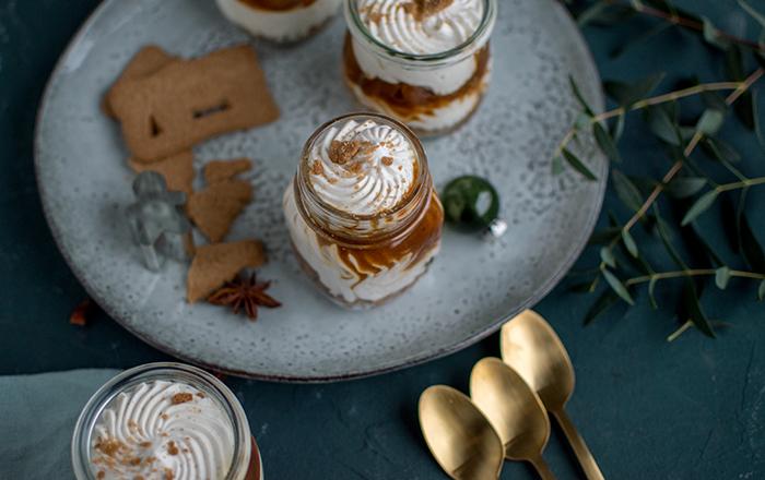 Toffee-Apfel-Quark-Dessert mit Spekulatius Streusel