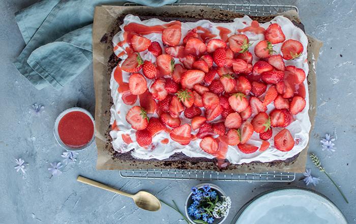 Erdbeerkuchen mit Schoko-Mandelboden: Hallo Erdbeerzeit